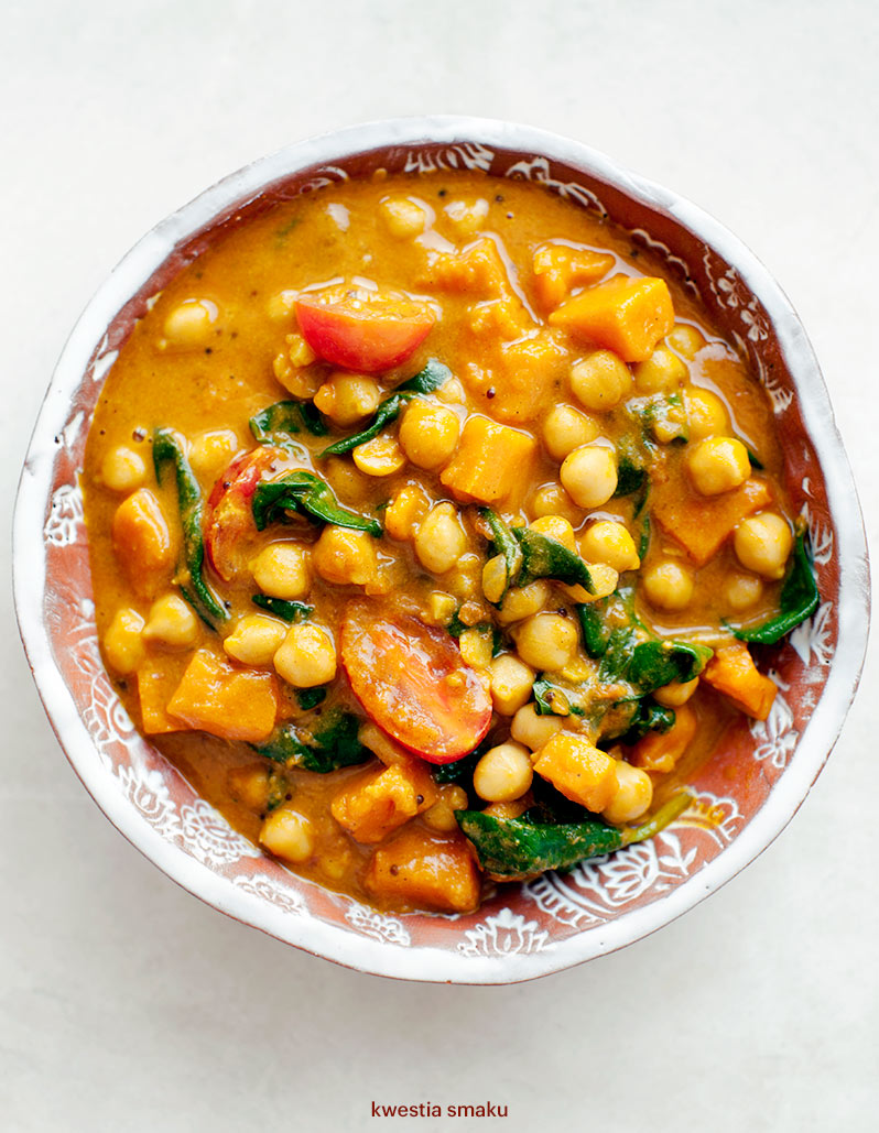 Curry indyjskie z dynią, ciecierzycą i szpinakiem