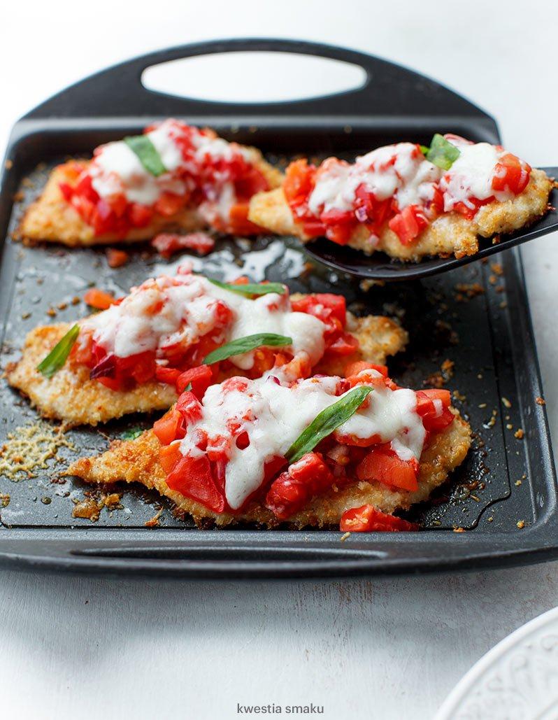 Filety Z Kurczaka W Parmezanowej Panierce Pieczone Z Pomidorami I