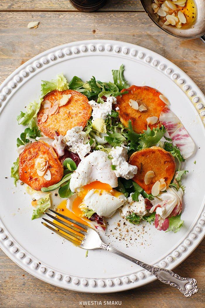 Salatka Z Pieczonymi Batatami Ricotta I Jajkiem W Koszulce