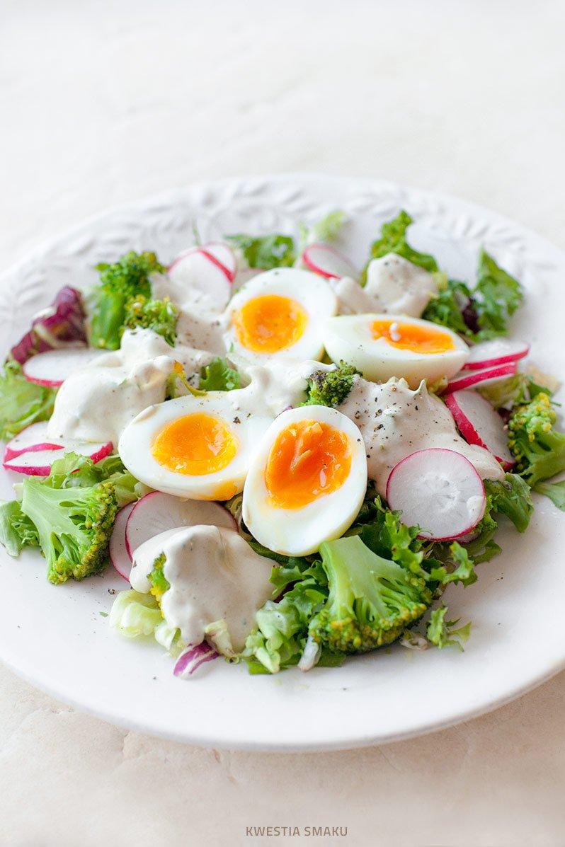 Salatka Z Brokulami Jajkiem I Rzodkiewka Kwestia Smaku