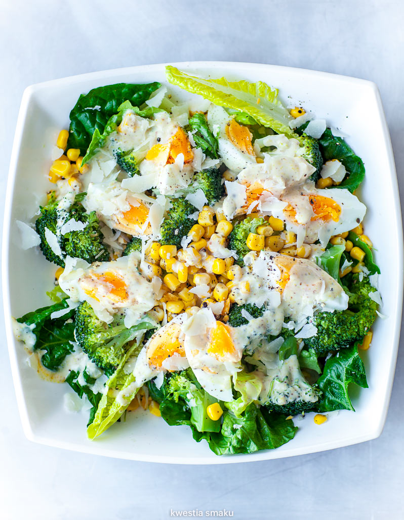 Salatka Z Jajkiem Brokulami I Kukurydza Kwestia Smaku