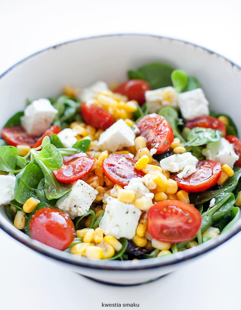 Salatka Z Feta Pomidorkami I Kukurydza Kwestia Smaku