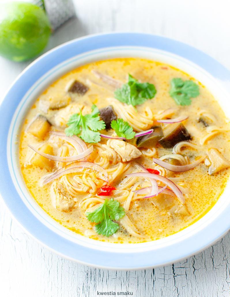Zupa Tajska Z Kurczakiem I Makaronem